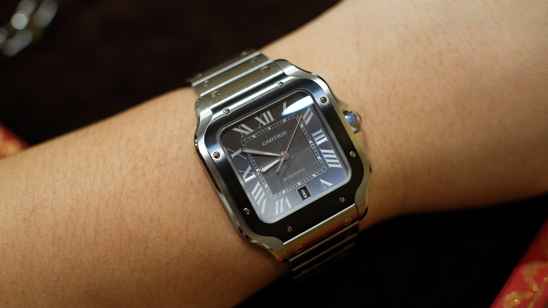 With a black ADLC coating, the dark side of the Santos de Cartier is revealed