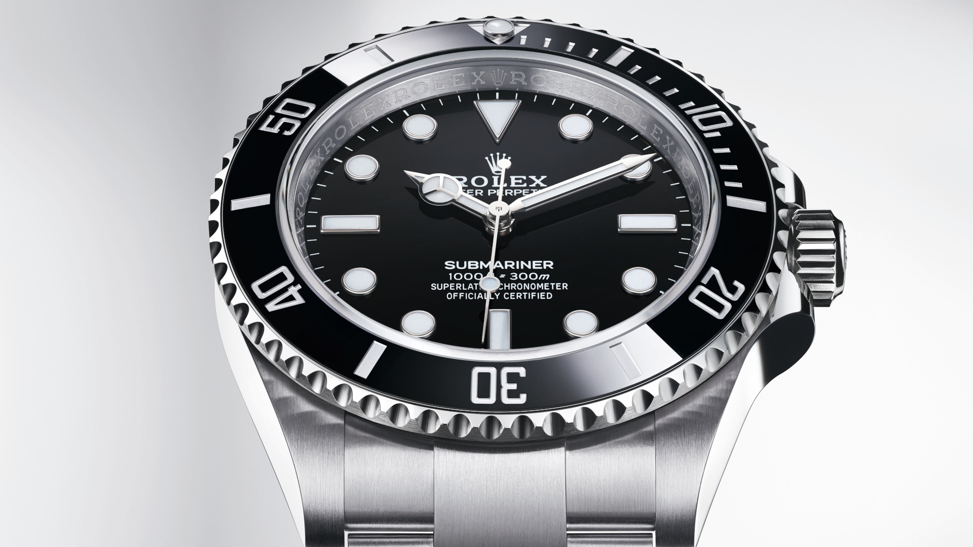 The new Rolex Submariner is now in 41mm and the watch community can't stop talking about it