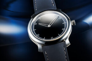 MING 27.02 is back, this time with a fume / guilloché dial